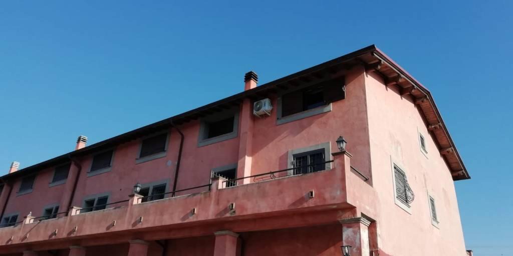 Appartamento in buone condizioni arredato in affitto Rif. 9191448