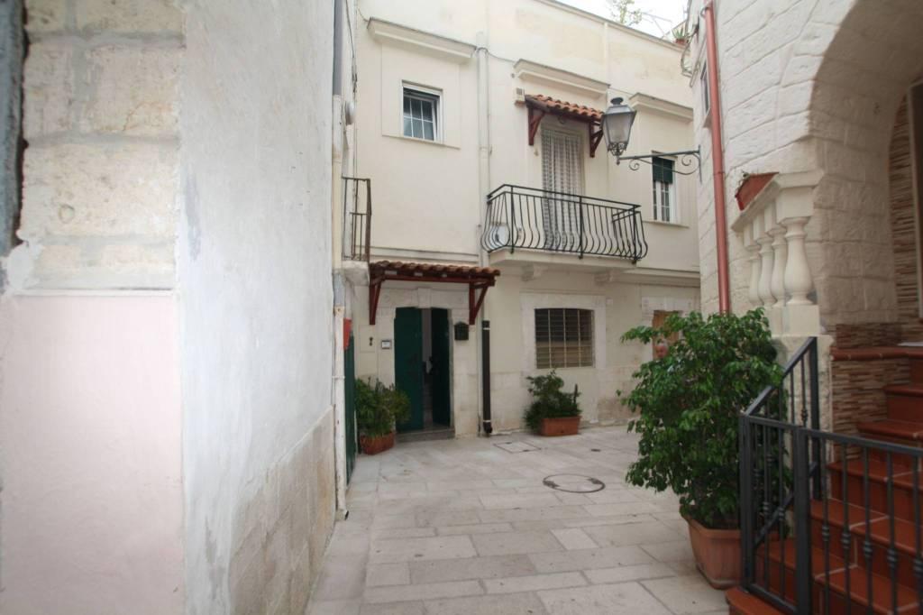 Triggiano palazzo esclusivo di salone+2 camere+cucina+terraz