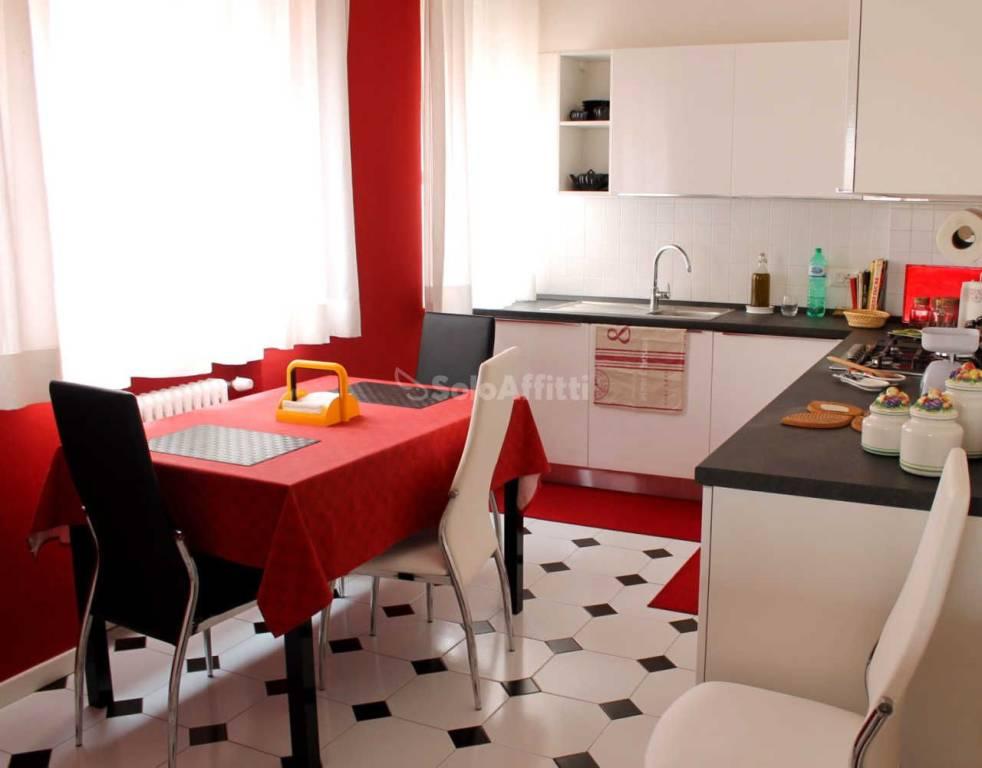 Appartamento in buone condizioni arredato in affitto Rif. 9211916