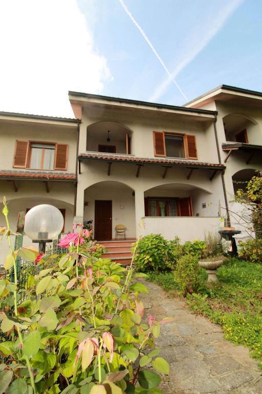 Villetta a schiera in ottime condizioni arredato in affitto Rif. 9210284