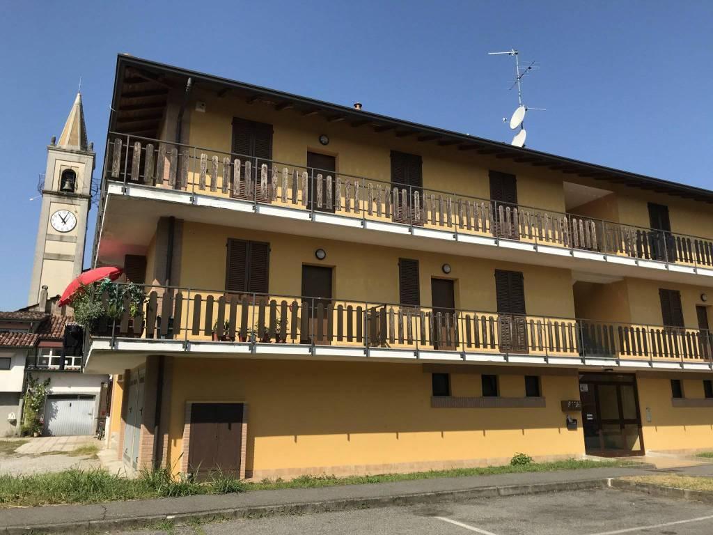Appartamento in buone condizioni arredato in affitto Rif. 9211410