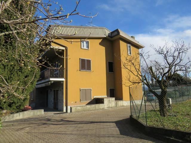 Appartamento in buone condizioni in vendita Rif. 9212074