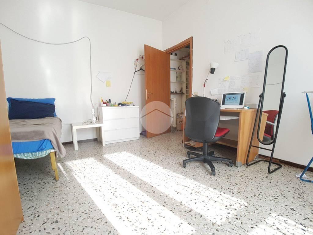 Appartamento in buone condizioni arredato in vendita Rif. 9319784