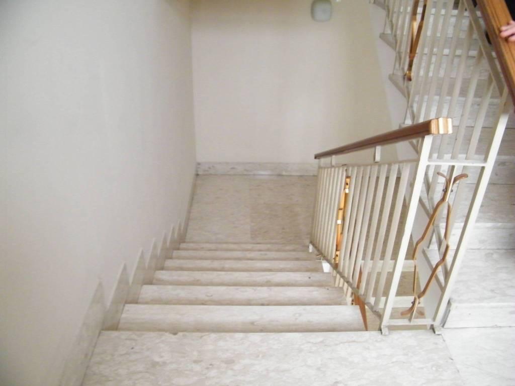 Appartamento in buone condizioni parzialmente arredato in affitto Rif. 9210422