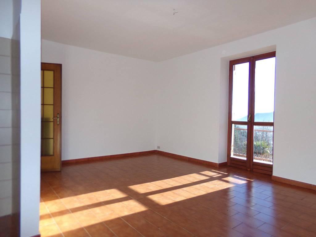 Appartamento in buone condizioni in affitto Rif. 9216305