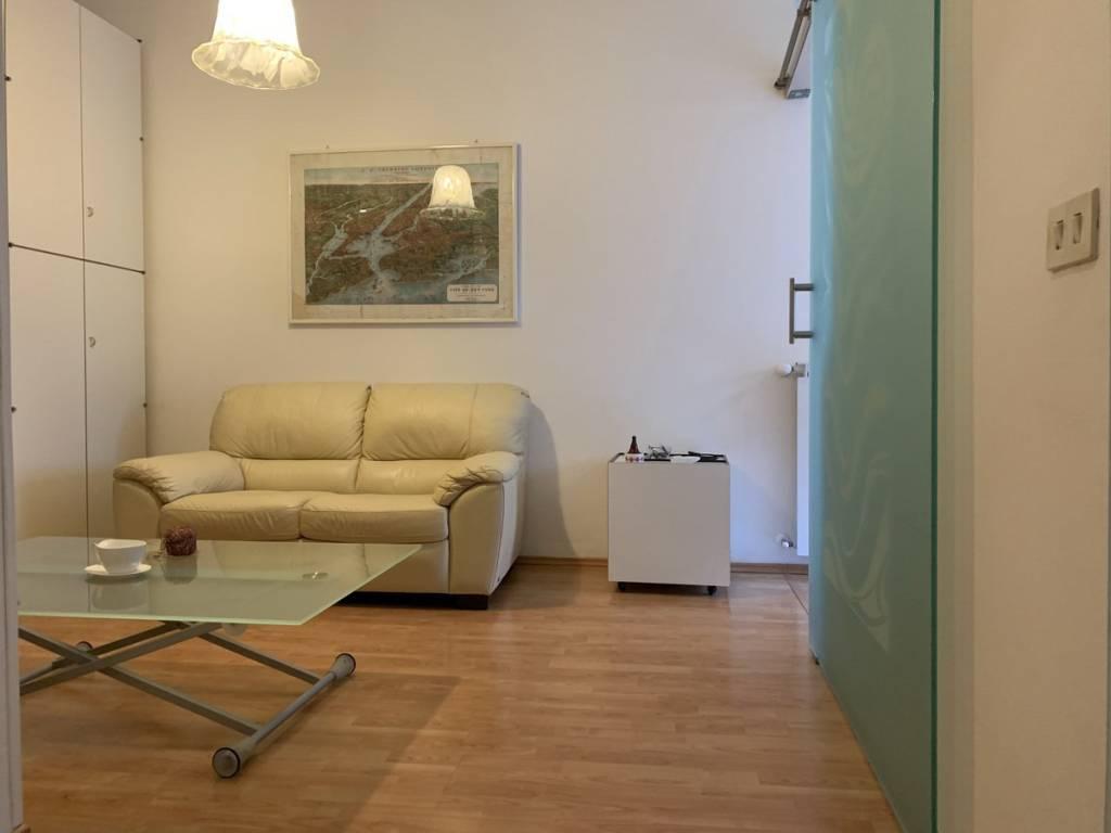 Appartamento in buone condizioni arredato in affitto Rif. 9211067