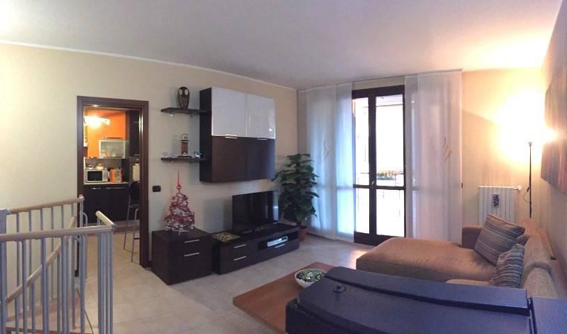 Appartamento in buone condizioni in vendita Rif. 9212532