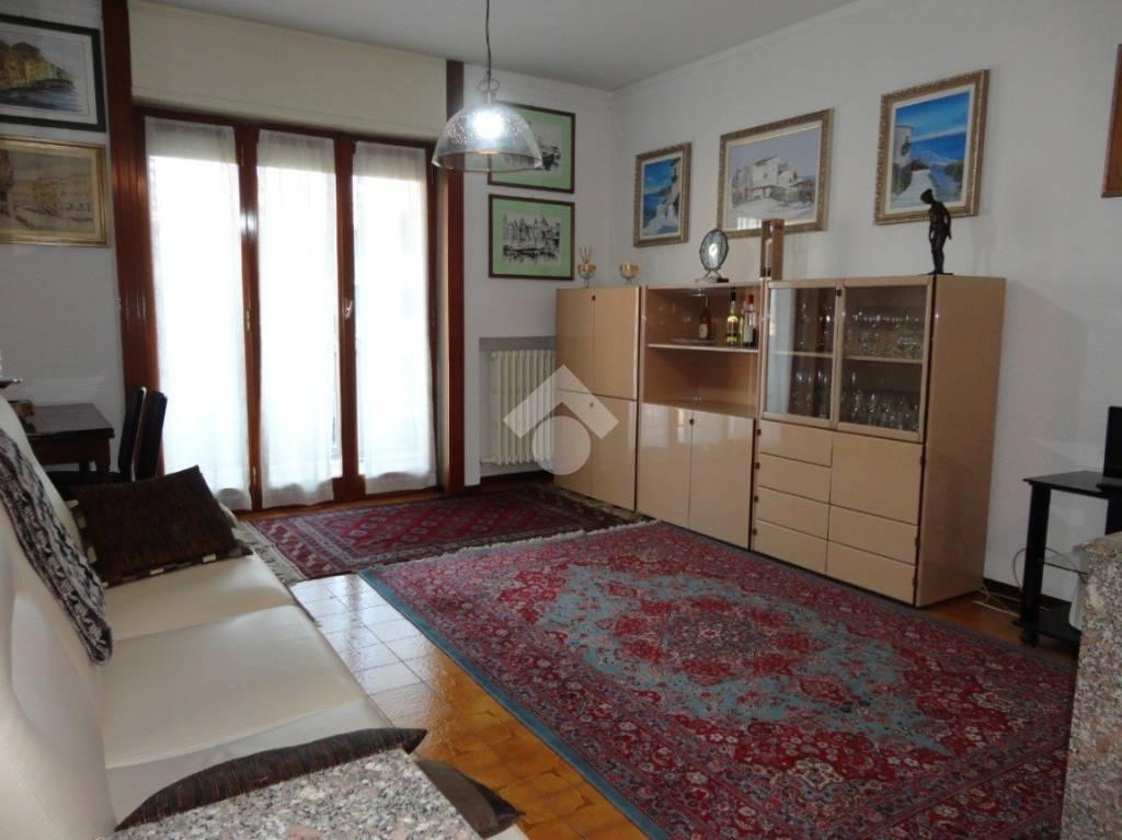 Appartamento in buone condizioni in vendita Rif. 9209933