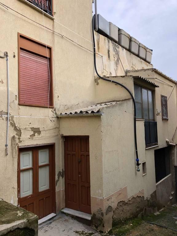 Stabile / Palazzo da ristrutturare in vendita Rif. 9214283