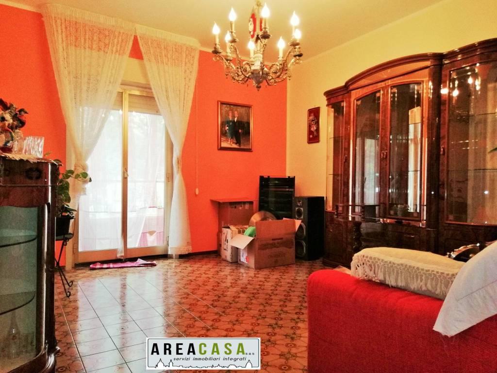 Appartamento in buone condizioni in vendita Rif. 9214305