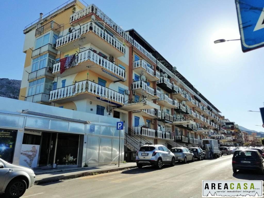 Appartamento in buone condizioni in vendita Rif. 9214306