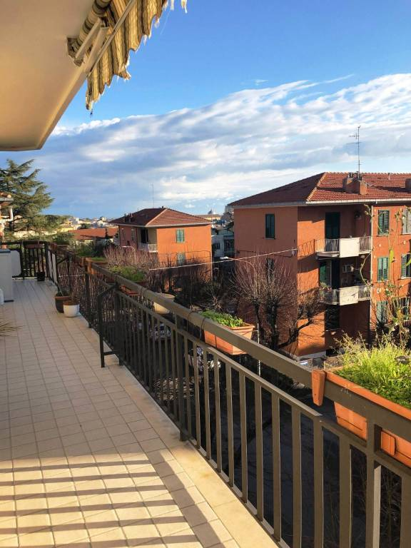 Appartamento in buone condizioni in vendita Rif. 9213992