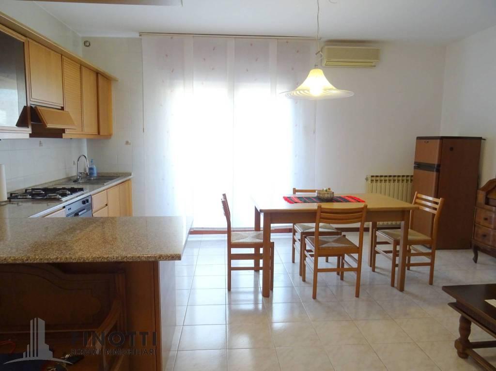 Appartamento in buone condizioni arredato in vendita Rif. 9214646