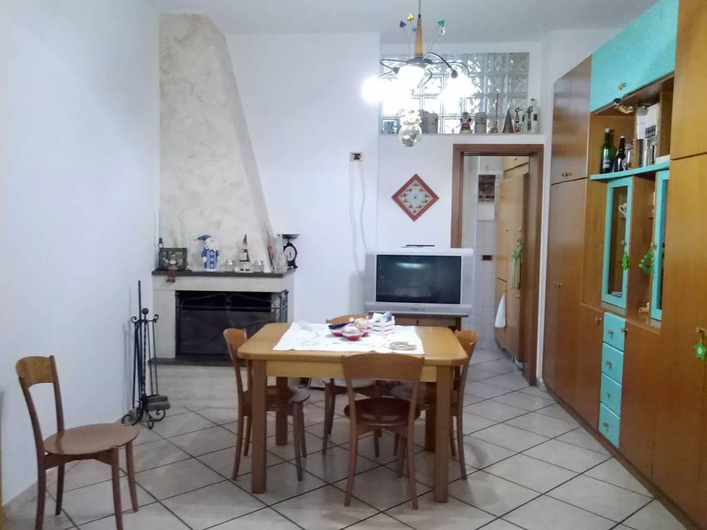 Appartamento in ottime condizioni in vendita Rif. 9210093