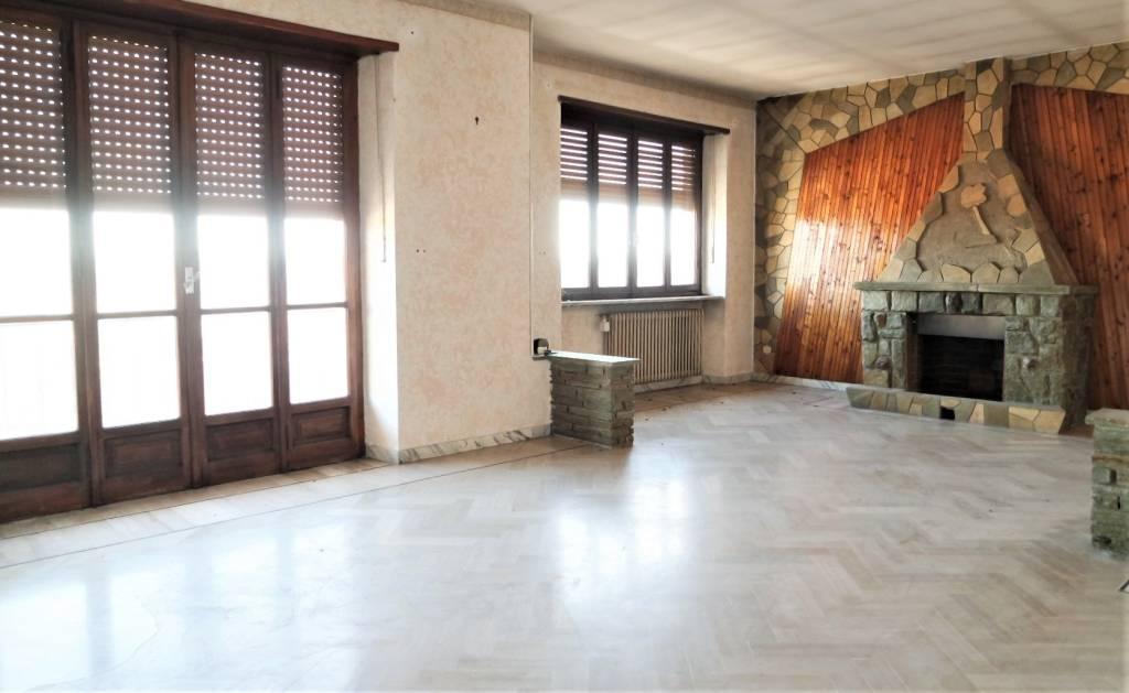 Foto 1 di Appartamento via 25 Luglio, San Giusto Canavese