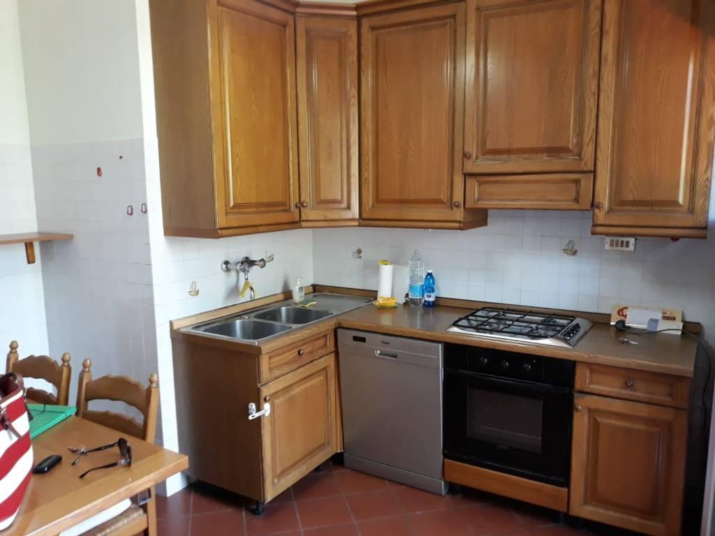 Appartamento in buone condizioni arredato in affitto Rif. 9215224