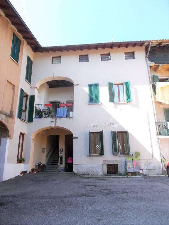 Appartamento in ottime condizioni parzialmente arredato in vendita Rif. 9211447