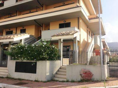 Appartamento in buone condizioni in affitto Rif. 9211525