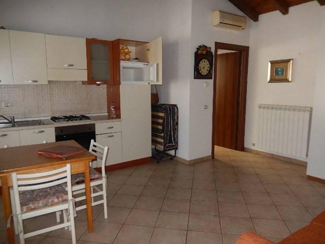Appartamento in buone condizioni arredato in affitto Rif. 9210564