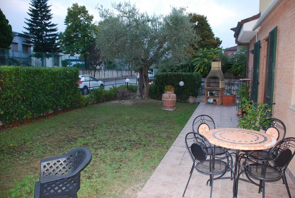 Appartamento in ottime condizioni parzialmente arredato in vendita Rif. 8922473