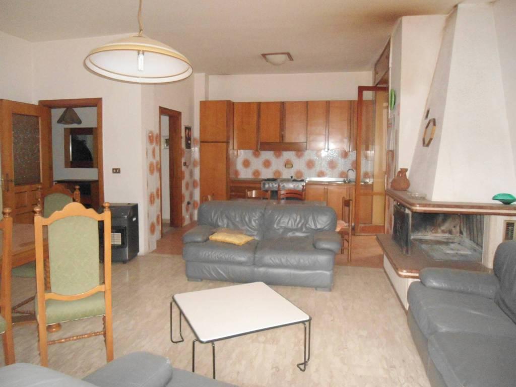 Appartamento in buone condizioni in vendita Rif. 9209903