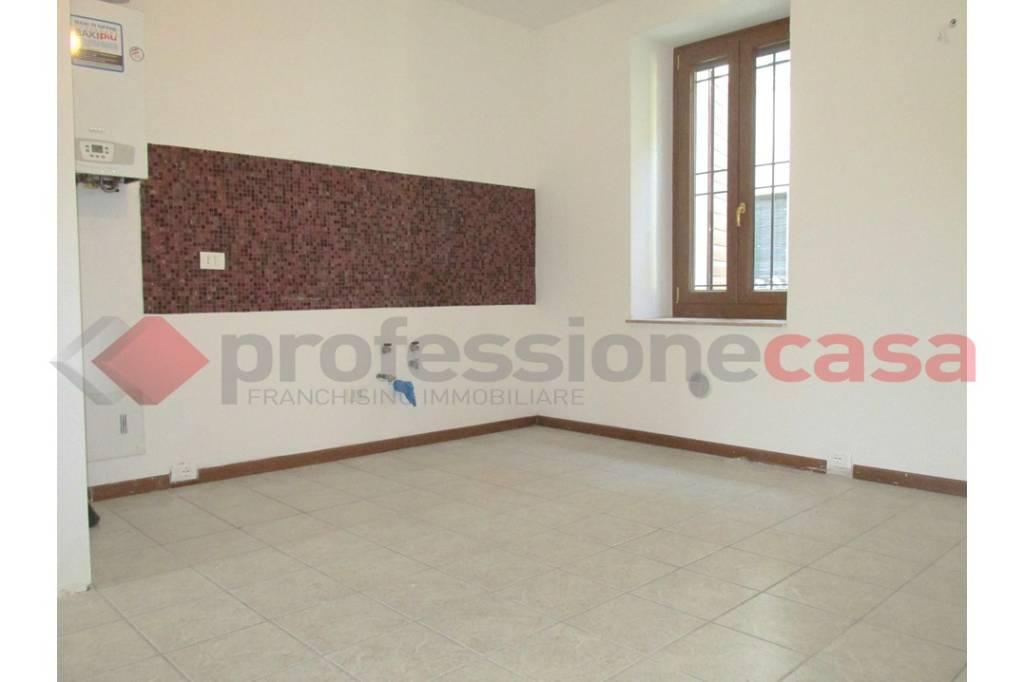 Appartamento in buone condizioni in affitto Rif. 9215700