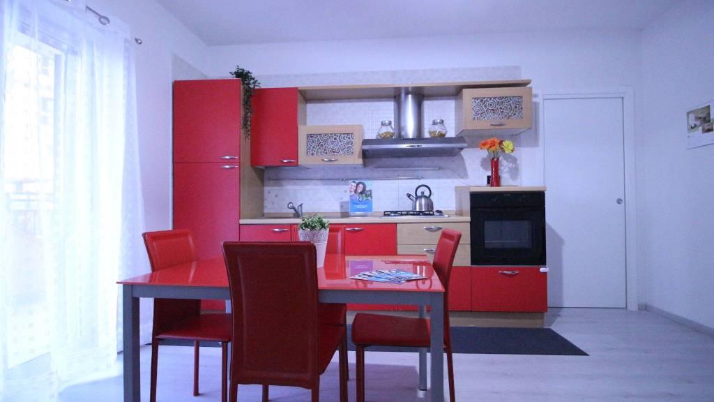 Appartamento in ottime condizioni arredato in affitto Rif. 9215077