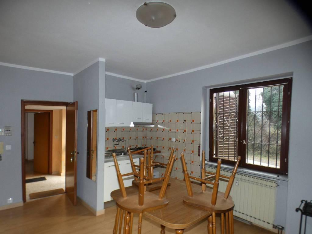 Appartamento in buone condizioni arredato in vendita Rif. 9214120