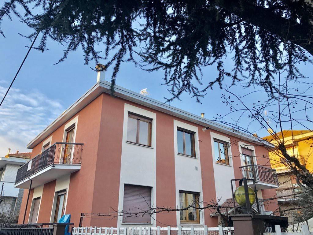 Appartamento in buone condizioni in vendita Rif. 9211622
