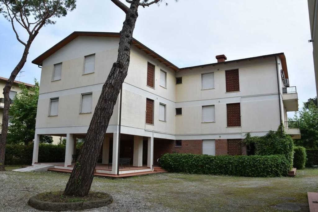 Appartamento in ottime condizioni arredato in vendita Rif. 9215407