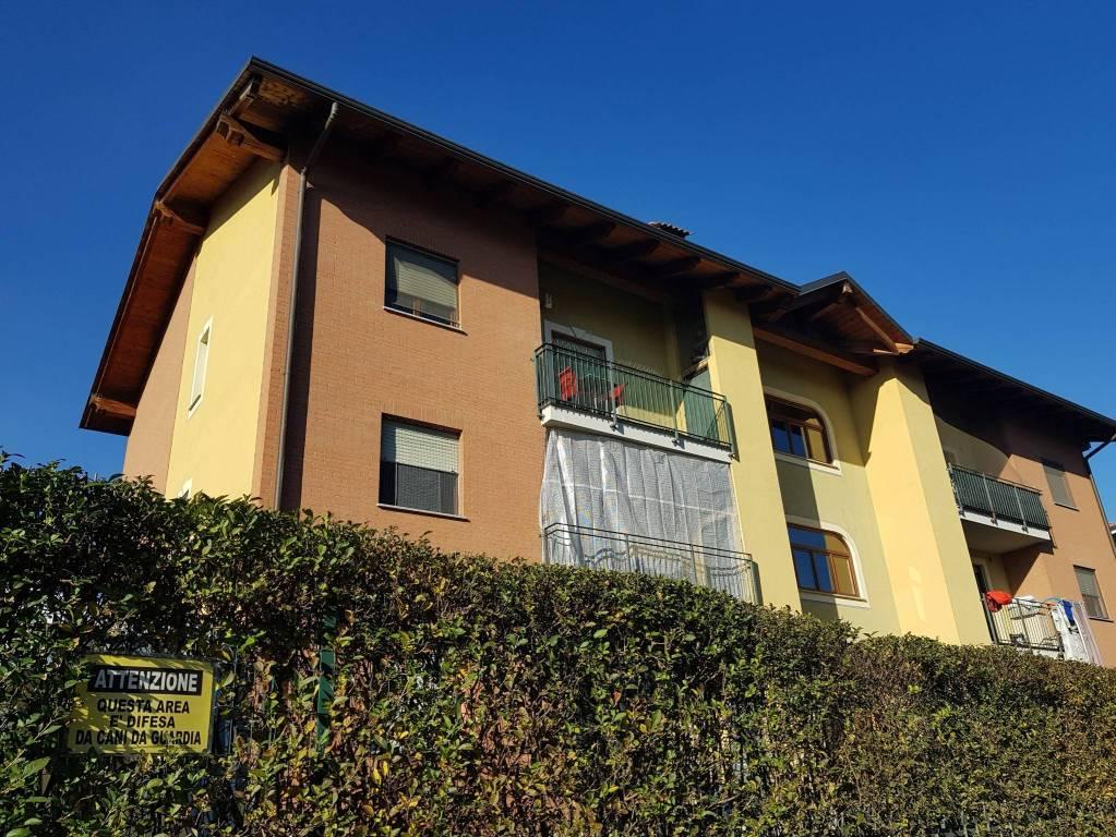 Appartamento in buone condizioni in vendita Rif. 9213892