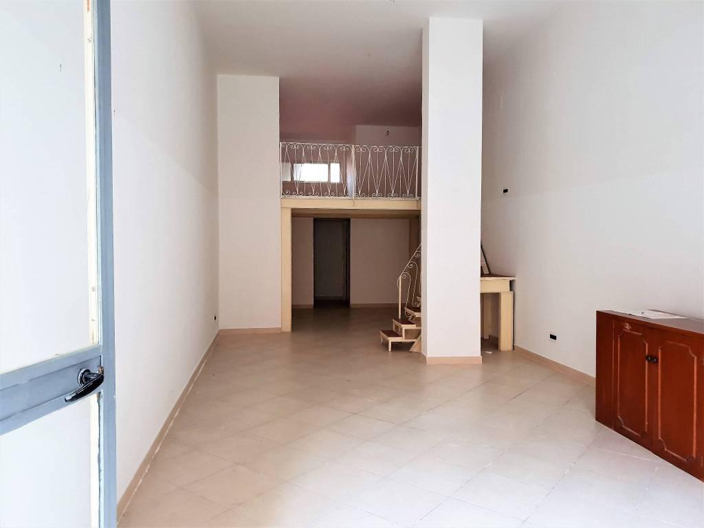 Locale in affitto a Bari Libertà in Via Ravanas 97A Rif. 9217134