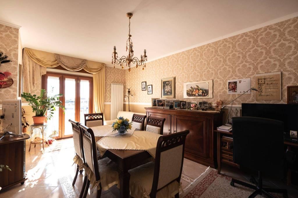 Appartamento in ottime condizioni in vendita Rif. 9216862