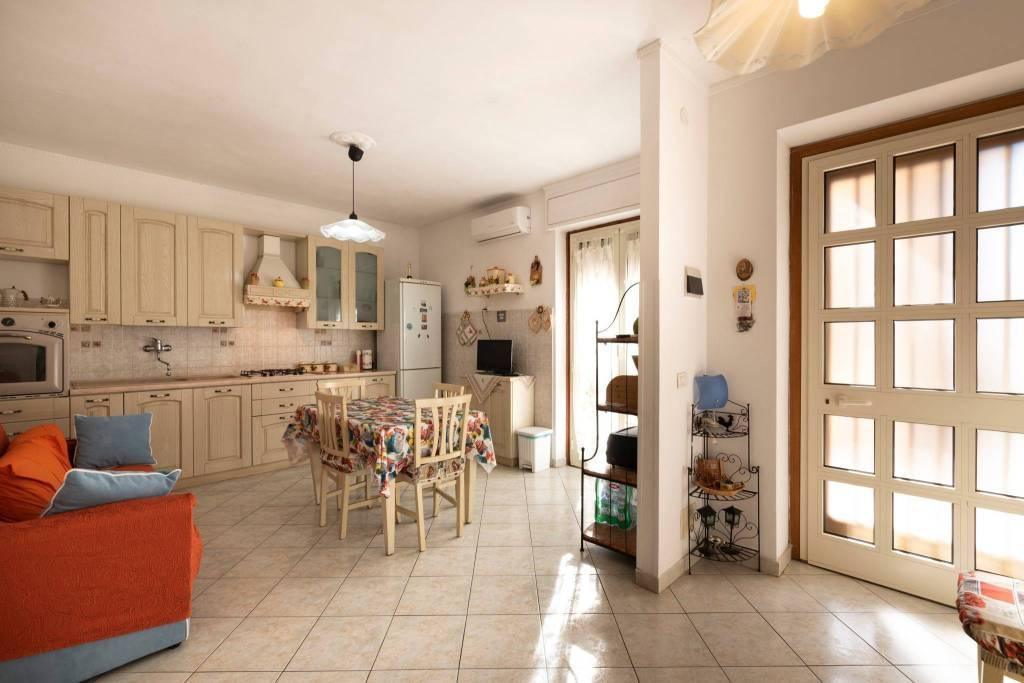 Appartamento in ottime condizioni in vendita Rif. 9216863
