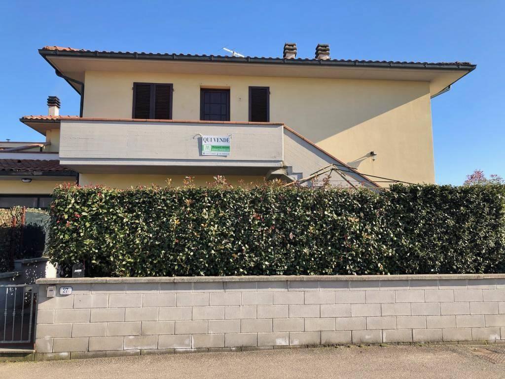 Appartamento in buone condizioni in vendita Rif. 9209748
