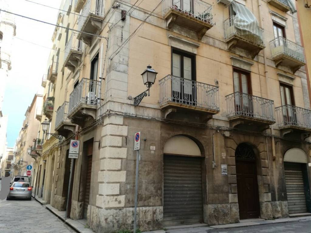 Appartamento in buone condizioni in vendita Rif. 9225933