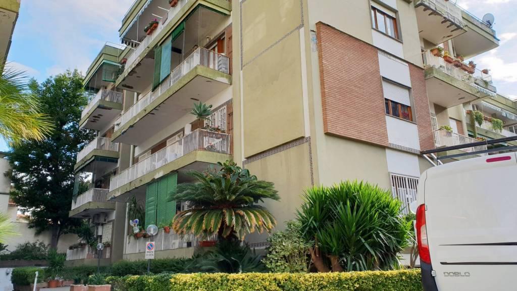 Appartamento in buone condizioni in affitto Rif. 9225555
