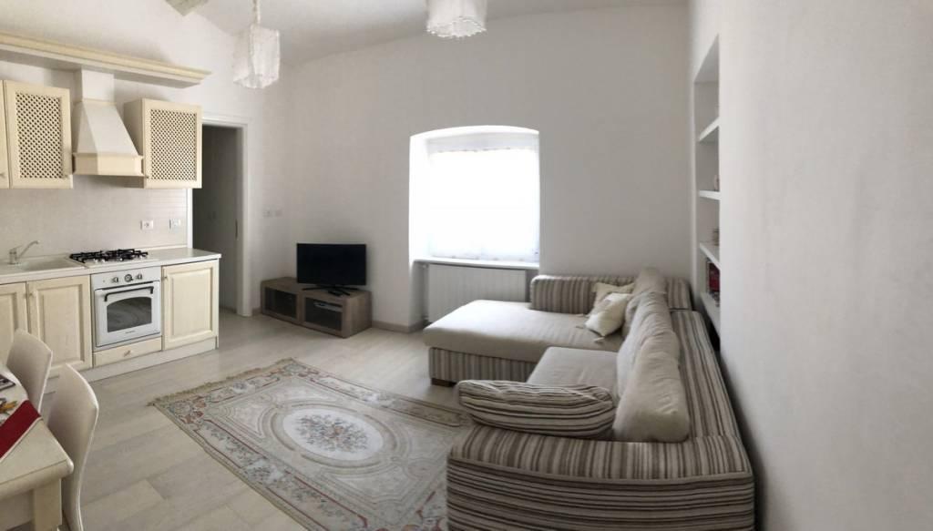 Appartamento in ottime condizioni arredato in affitto Rif. 9225161