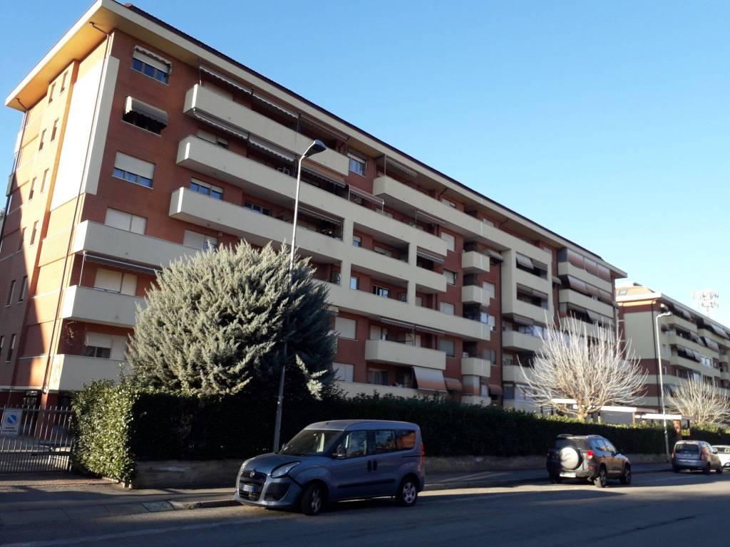 Appartamento in buone condizioni in vendita Rif. 9225439