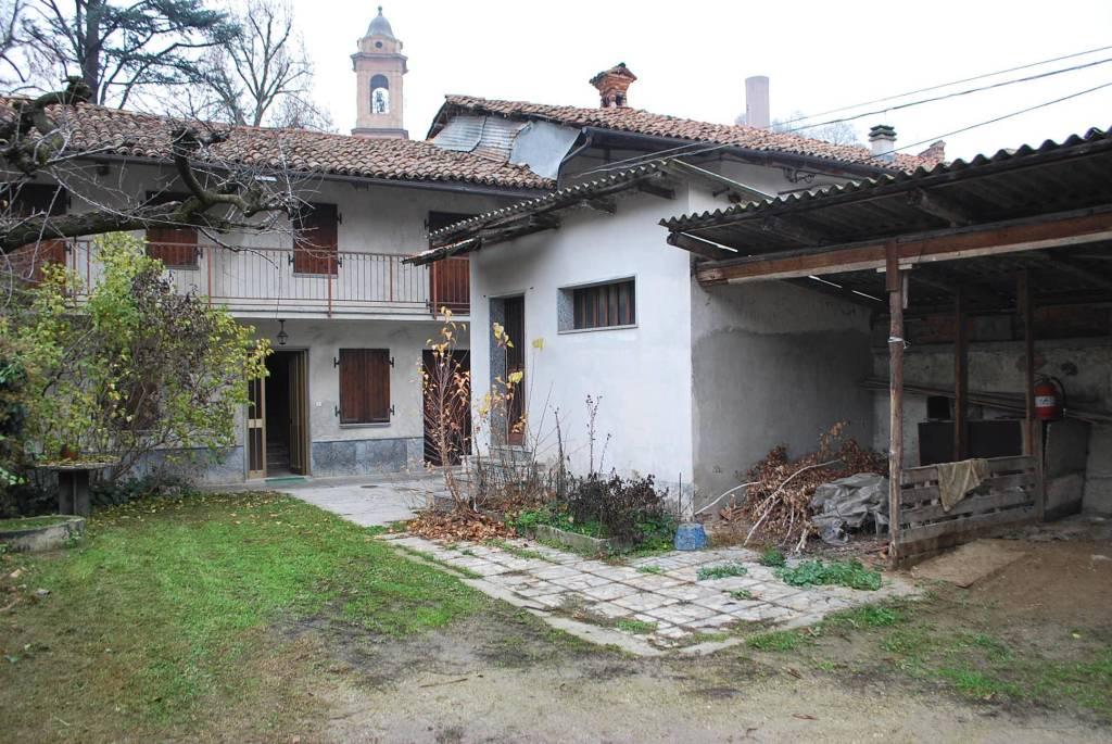 Rustico / Casale in vendita a Corneliano d'Alba, 5 locali, prezzo € 55.000   CambioCasa.it