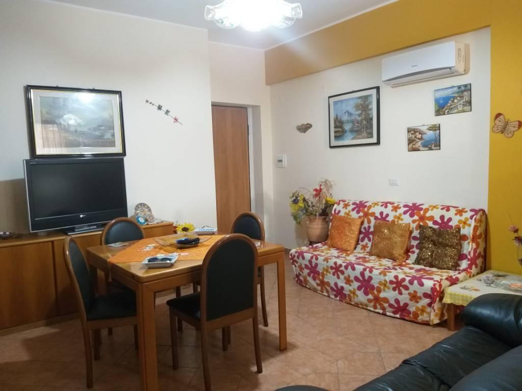 Appartamento in buone condizioni in vendita Rif. 9225150