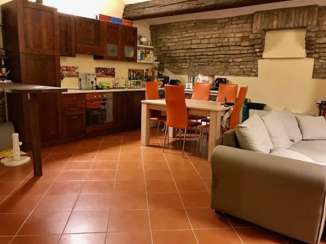 Appartamento in ottime condizioni arredato in affitto Rif. 9225483