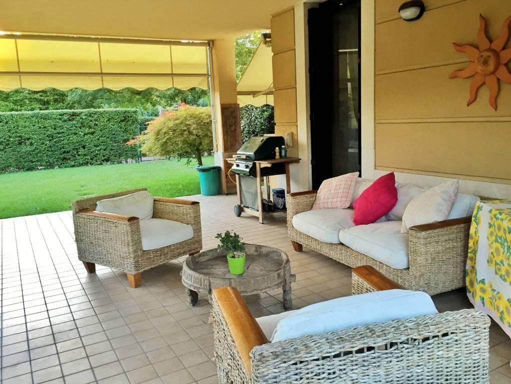 Appartamento in ottime condizioni in vendita Rif. 9226039