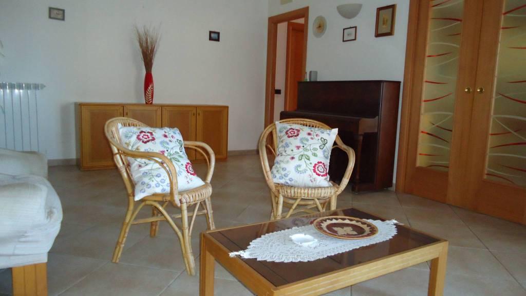 Appartamento in ottime condizioni arredato in vendita Rif. 9225378