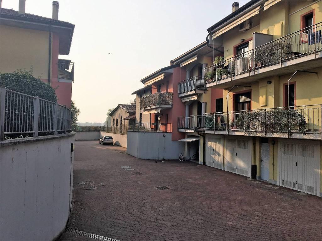 Appartamento in buone condizioni in vendita Rif. 9224977