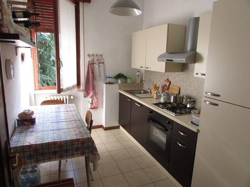 Appartamento in buone condizioni parzialmente arredato in vendita Rif. 9226937