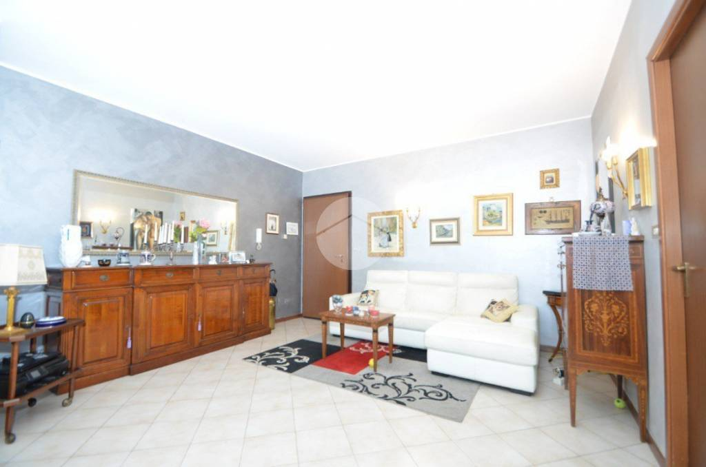 Appartamento in buone condizioni in vendita Rif. 9227019