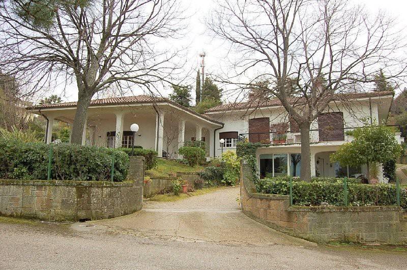 Villa in buone condizioni in vendita Rif. 9306825
