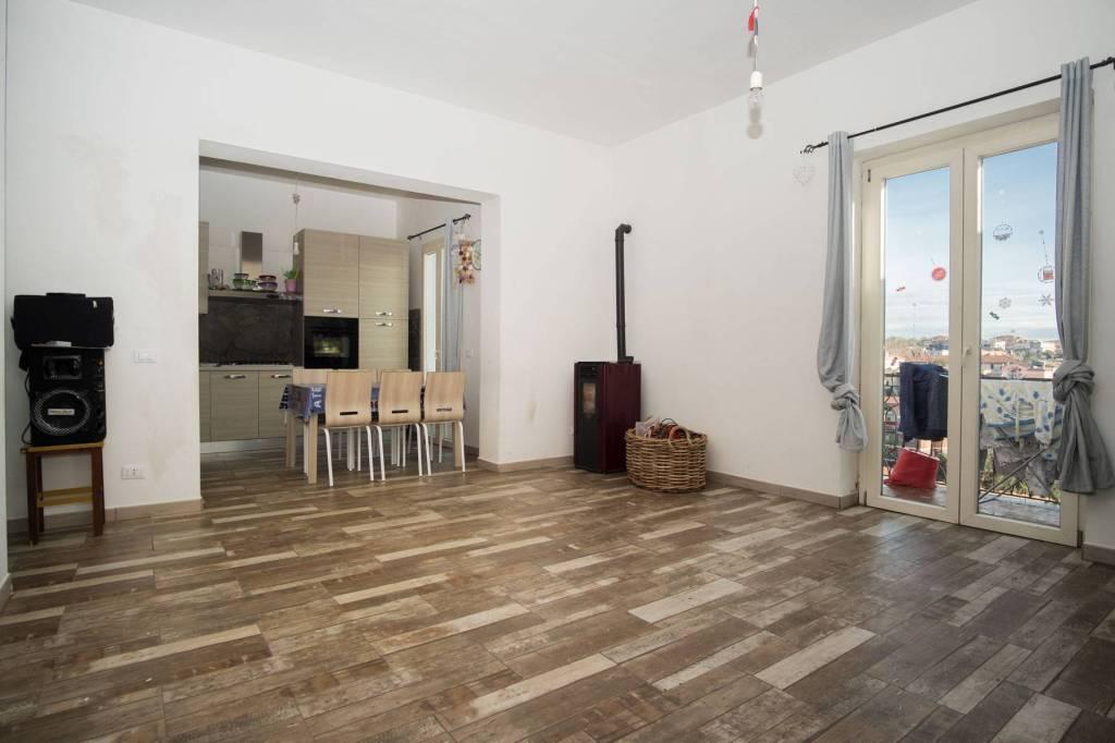 Appartamento in ottime condizioni parzialmente arredato in vendita Rif. 9232771
