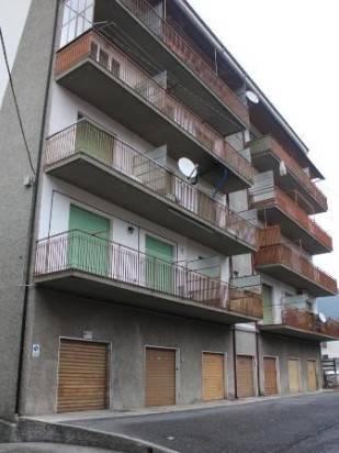 Appartamento in buone condizioni in vendita Rif. 9233042